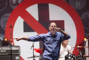 Greg-Graffin-sing